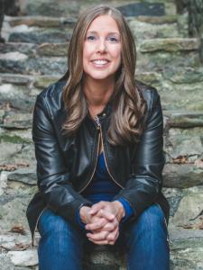 Laura Kaye Headshot Cropped